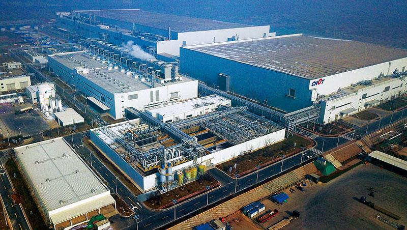 中電彩虹面板廠總投資額逾新台幣1,200億,當地咸陽市政府強推電子產業鏈,喊出「東有西安三星,西有咸陽彩虹。」