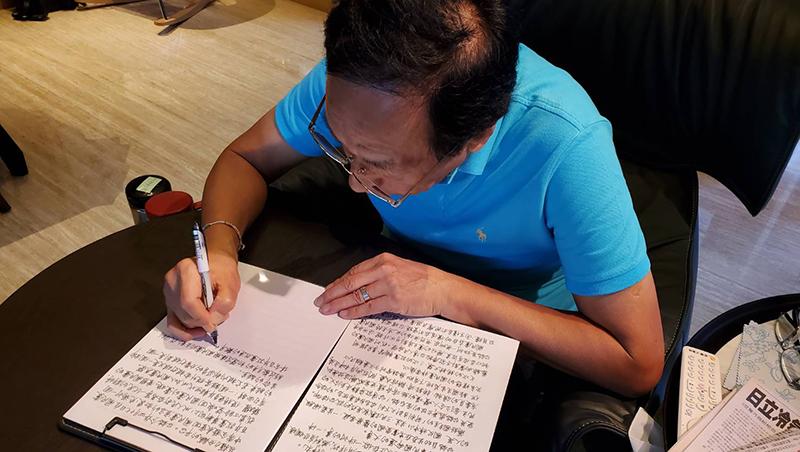 郭台銘手寫退黨聲明曝光:稱不是沒有掙扎,但自認在做「翻轉中華民國命運的大事」