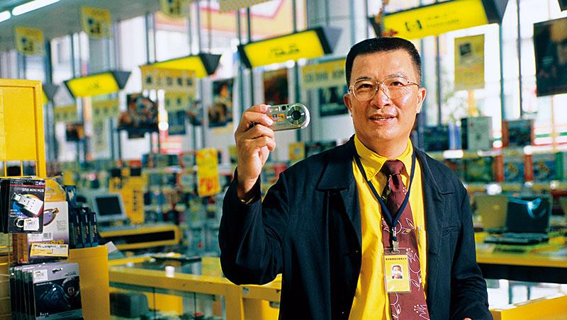 吳燦坤靠著凶猛拓店、壓低價格,以後進者之姿成為3C通路王,如今集團卻面臨經營壓力。