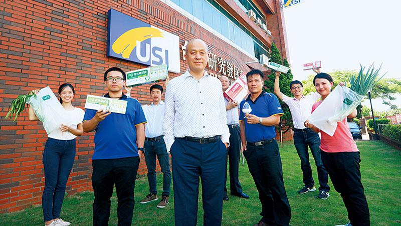 順昶 副董事長:吳東陽(左3)