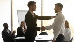 遇上能力比你差的主管,怎麼辦?1個方法把面子給主管、功勞給你