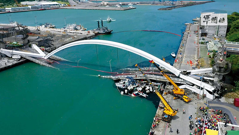 政府檢討總在悲劇之後,南方澳大橋凸顯政府的長年管理漏洞。