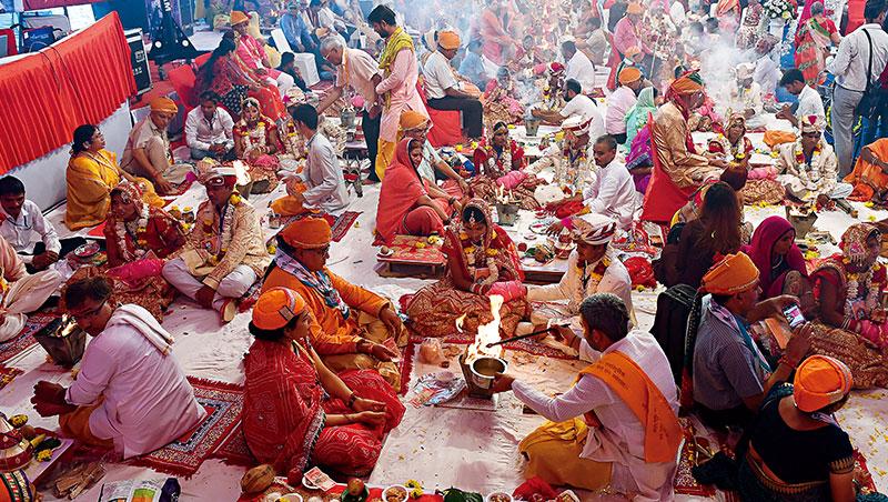印度媒體坦言,當地婚禮一貫講究排場、奢華,儘管年輕世代響應環保減塑風,「綠色革命」仍以龜速前進。