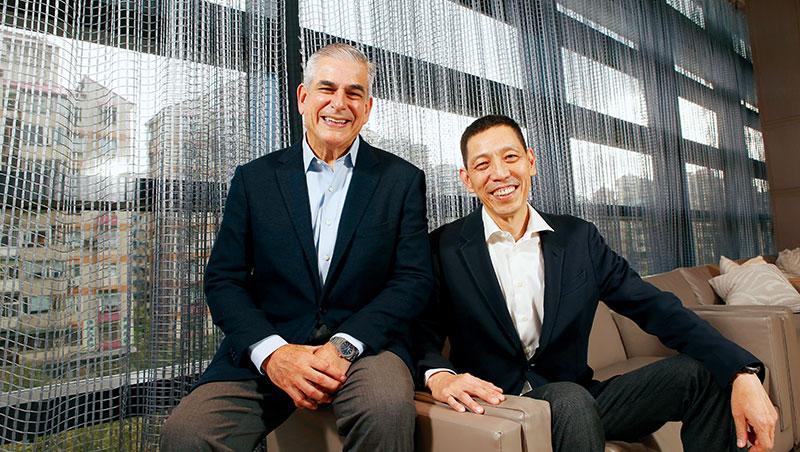 中磊電子總經理:王煒(右)、阿雅拉集團董事長暨執行長:阿雅拉(左)