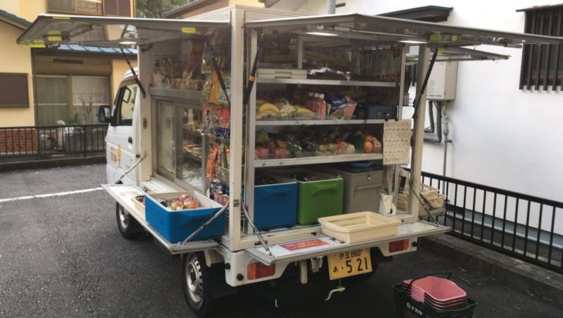 把超市裝上車,直接開到你家!拯救日本700萬高齡「購物難民」的移動販賣車