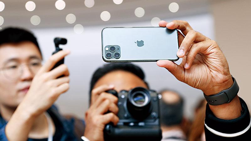 新款iPhone吸睛的不只有「三眼鏡頭」,蘋果沒說的是,他們為了布局物聯網特別設計的U1晶片。