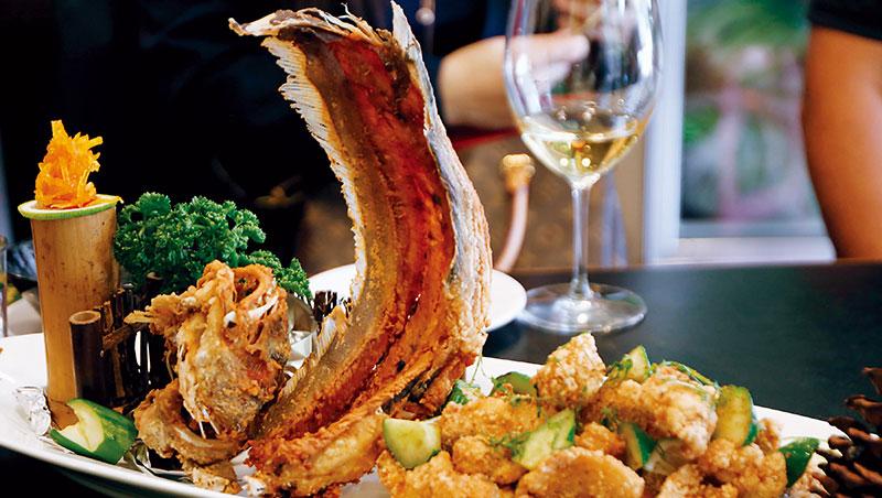 好久不見的鮸魚,是多年前山東父親製作年菜燻魚的材料,而今在山記魚仔店竟酥炸當早餐吃。