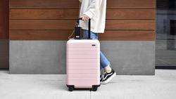 門市3成空間賣產品,7成空間賣「嚮往」...行李箱品牌Away賣出14億美元身價
