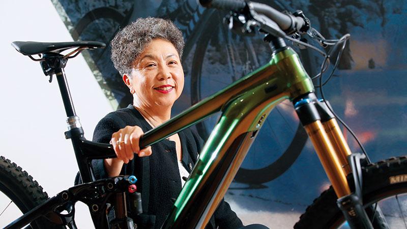 一次自行車挑戰賽,讓巨大董事長杜綉珍從排斥電動自行車,到把它當成長新動能。