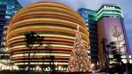 冷雨中京華城逐層熄燈 創辦人沈慶京為18年的夢哭泣