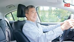 不再逼75歲爺奶繳回駕照!東京用這招,降低銀髮司機誤踩油門機率