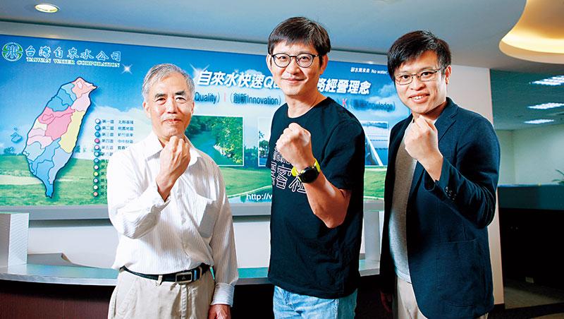 「把(大數據抓漏)技術做到更好,大家就會用!」在台水35年的退休總工程師羅健成(左),深信公務體系也能創新,是團隊靈魂人物。