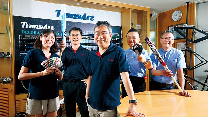 政伸總經理李煜培(中)指出,政伸花10年時間經營非自行車產業客戶,打進高爾夫球具、棒球棒供應鏈。