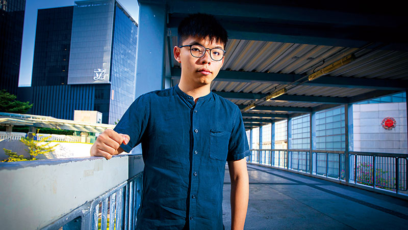 無論對選舉或運動,黃之鋒都表現樂觀態度,他認為,這次運動喚醒許多香港人,「2年前是不會有集會超過1萬人的。」