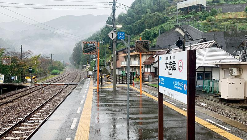 日本地方線慢速火車之旅,穿梭鄉野村莊小鎮,有如品嘗日本京都的醃漬醬菜,是細嚼慢嚥的慢活之行。