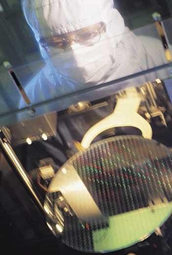 台積電專心精進製程,最新7奈米產能上線不到2年,已產出逾100萬片晶圓。