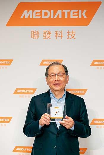 聯發科執行長蔡力行說,手上這顆5G系統單晶片「天璣1000」花了他們新台幣1千億元。