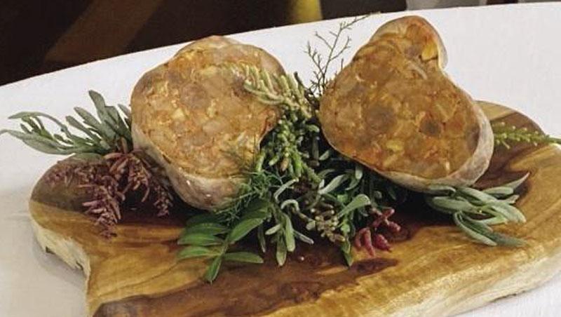 以各種魚廢棄物做成「魚香腸」,是安吉爾‧萊昂的招牌料理。