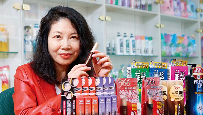 耐斯營運長邱玟諦透露,566這次在天貓熱賣的,其實是靠網路數據算出來的染髮筆。