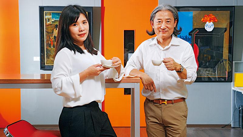 董事長周蔡鑫(右)自女兒周書如(左)接班後,大膽授權她創立新品牌。他說只要賠得起,就該勇敢闖、嘗試新計畫。