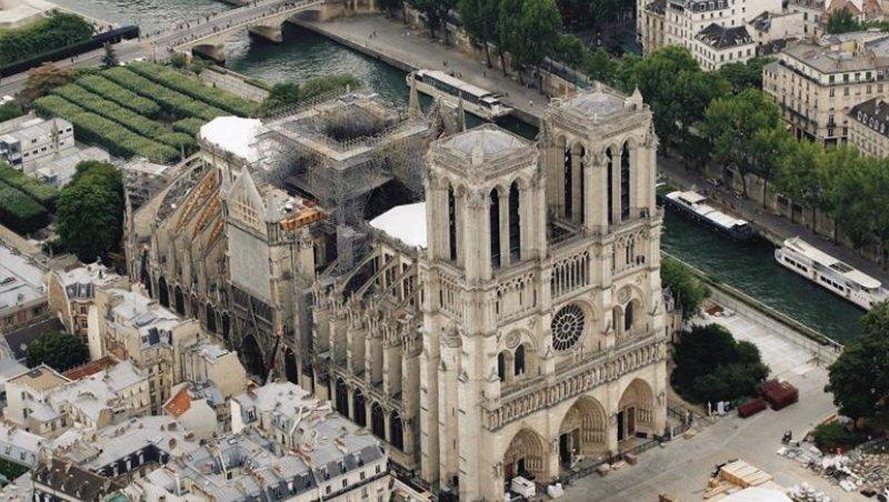 受祝融摧毀的巴黎聖母院。