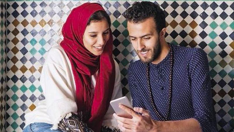 一位使用者表示,原本存疑線上交友真實性,最終卻在共鳴找到天菜伴侶:「連朋友都以為我們早就是一家人」