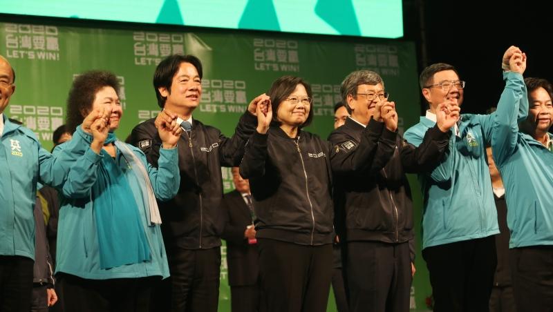 壓倒性勝利,英文怎麼說?外媒報台灣大選,都用了哪些多益必考字?