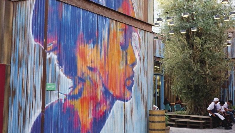 拉美海灘區融合極簡主義和現代風格設計,可以找到杜拜最棒的街頭塗鴉。