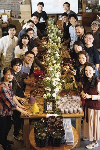 一張3公尺餐桌撐小農