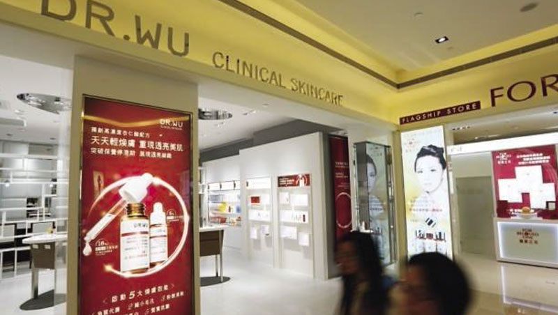 DR.WU花10年變台灣醫美王,這次大發10元股利,等同宣告不再擴大投資中國市場,背後是一堂要價2.5億元的西進課。