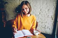 一本字最少卻挖出最多情緒的書...作家艾兒莎 : 寫下心中那些私密、黑暗,最不願讓人知道的故事