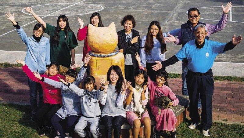 女校長聯合5個小學生 200人貓島自信重生