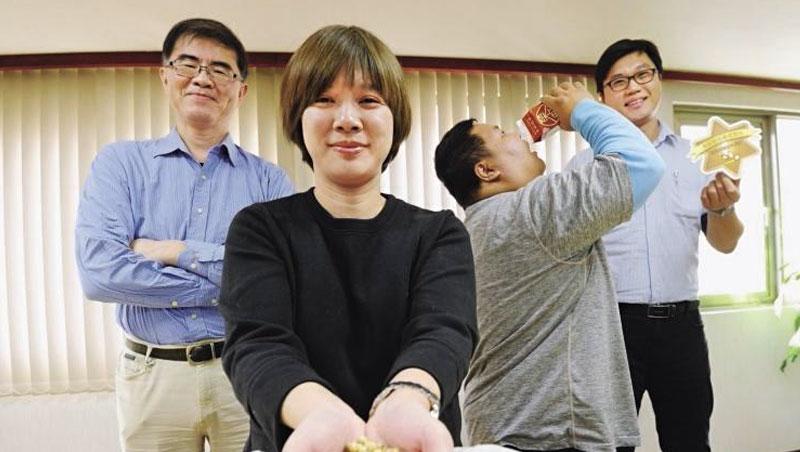 榮町投資公司總監 蔡泳瀠(左2)