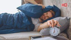 明天收假,如何揮別夜貓子症候群?睡前運動洗澡、喝酒助眠都別做