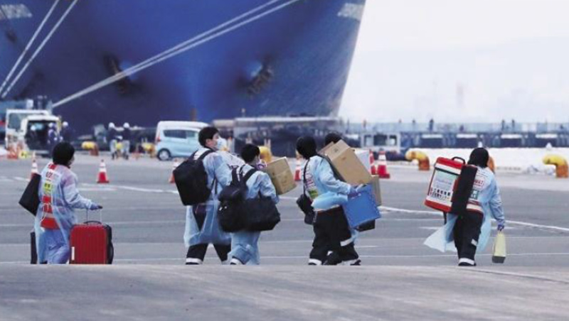 鑽石公主號確診人數已經破百,醫護人員雖為補充藥品疲於奔命,但真正未受控的風險可能來自中國旅客。