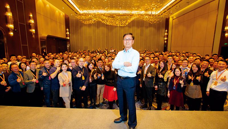 CoCo於1月初在上海舉行尾牙與年度營運會議,由董事長洪肇水講述新年營運目標,這是在肺炎疫情爆發前,最後一次的員工大型聚會。_