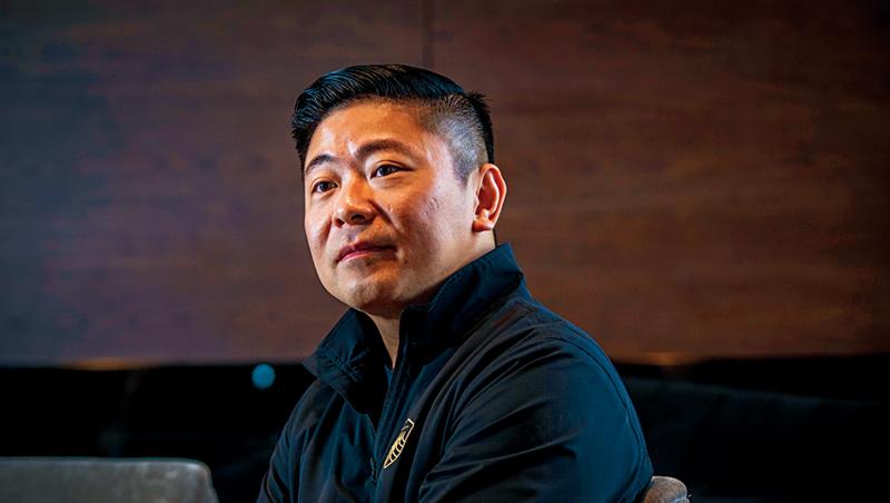 天成第3代張東豪(圖)1979年出生,與台北天成一樣大。處女座工作狂的他,有強烈危機意識,12月就預警這次疫情。