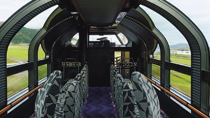 瑞風展望車廂的大片觀景窗從側面延伸至車頂。