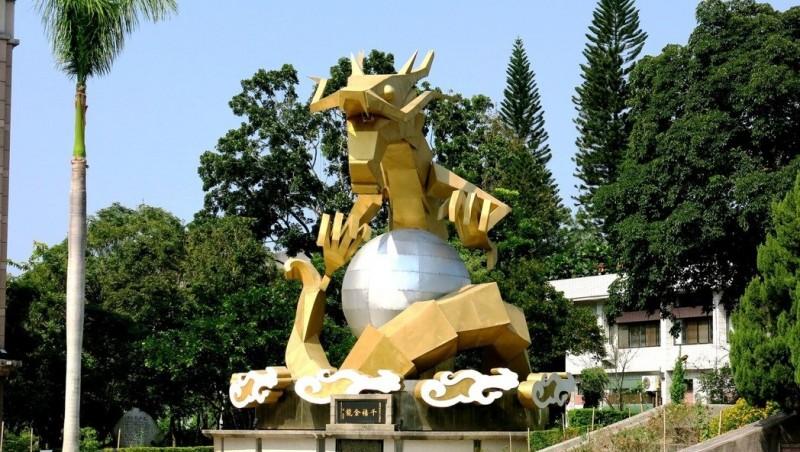 龍、馬年兩座台灣燈會大型生肖主燈,如今仍在南投市獲得妥善保存,並成為公共藝術地標。