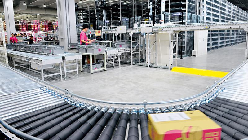 Momo投資逾41億元的北部物流中心2017年營運,南部物流中心明年也將啟用。倉儲物流雖是重資本投資,但長期來看將是電商築起競爭力護城河的關鍵。