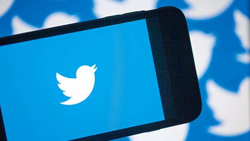 推特執行長多西的說法是,政治訊息想觸及選民,不該花錢買,贏了面子;它不擋爭議政客發言,用戶也就不流失,贏了裡子。