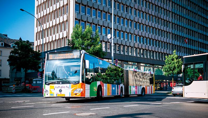 盧森堡的公共運輸個人年票要價440歐元,但新政1年僅幫全家省100歐元,誘因不足以讓駕車族願意放棄開車。