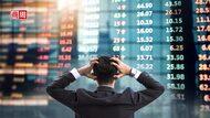 全球股災,該買黃金避險?研究:亂世中留在股市,總報酬是驚慌散戶的15倍