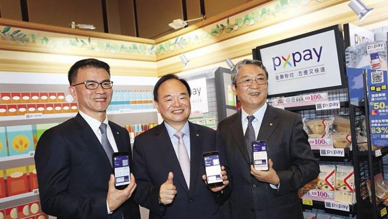 過去幾年,蔡篤昌(左起)、林敏雄、謝健南,常聯袂出席活動,被視為全聯管理階層的黃金三角。如今選在疫情期間發布人事異動,業界議論紛紛。