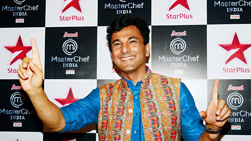 卡納是第1位獲米其林星星的印度廚師,早年在法國學藝時被歧視;在紐約做過30多種臨時工,還睡過收容所,堪稱勵志典範。