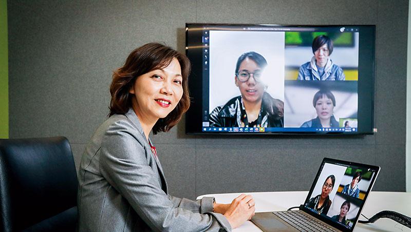 台灣微軟商務事務群副總經理陳慧蓉認為,跨國開會因不同文化而異,像日、韓都喜歡開視訊會議,習慣看到人,做為管理者,就是配合大家習慣的方式。