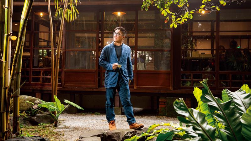 Cama董事長何炳霖(圖)第一眼看到這片庭園,就決定要投標,他喜歡這裡的大片竹林:「好像臥虎藏龍的拍片場地!」