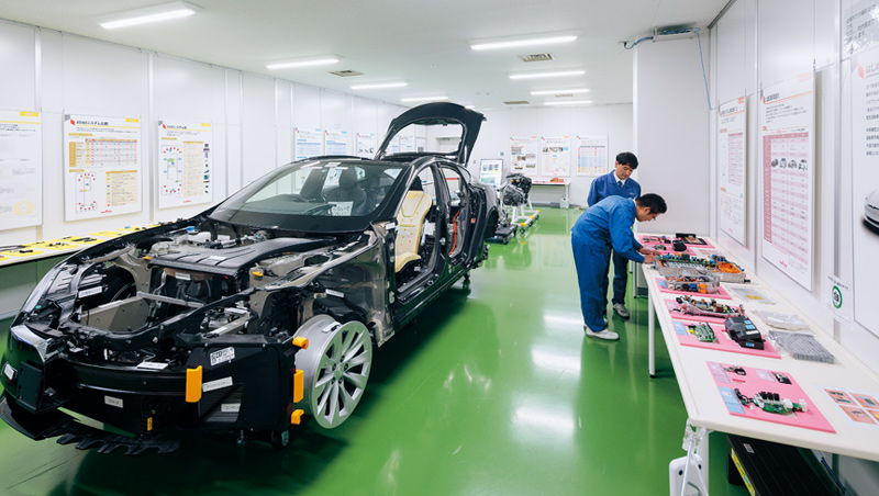 一輛電動車,裡面包含的村田零件就超過1萬個,是自駕車時代不可或缺的關鍵廠商。