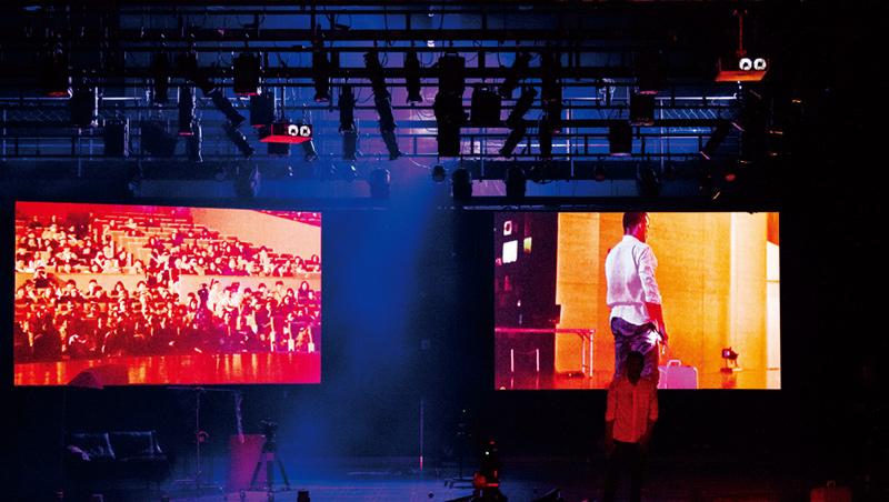 疫情期間,驫舞劇場在網路播映《非常感謝您的參與》,觀眾可在家邊吃爆米花邊看劇。