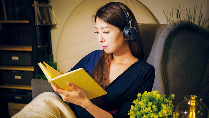 疫情期間無論國內外,小說類銷量明顯成長,或許透過閱讀躲進虛構世界,也是種紓壓方式。